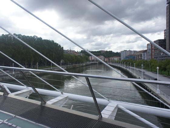 Über diese Brücke ....