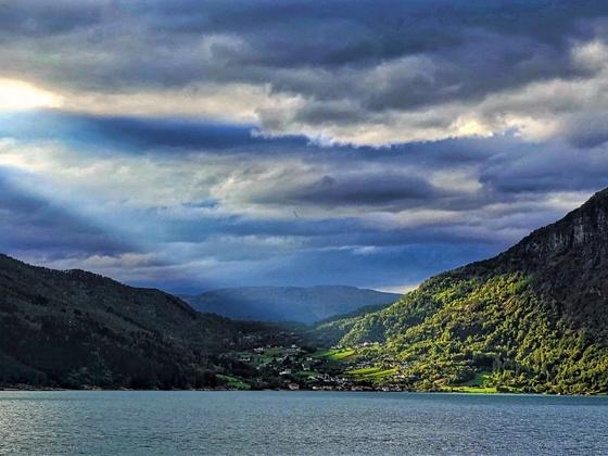 herbstliche Stimmung auf dem Sognefjord
