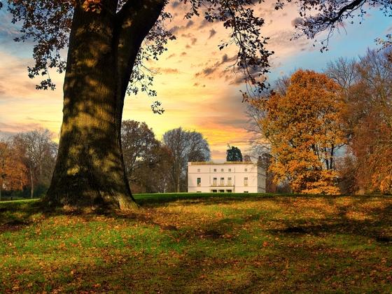23.11.2020 Hamburg-Othmarschen: Sonnenuntergang am Jenischhaus im Jenischpark