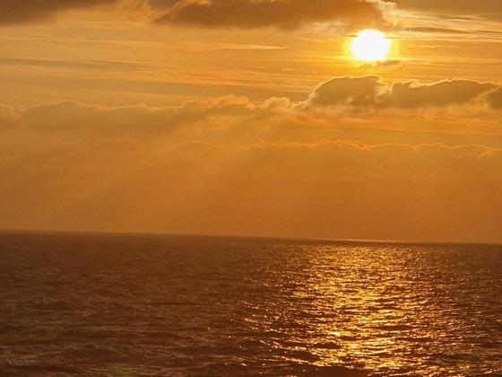 Sonnenaufgang auf der Nordsee - AIDAmar