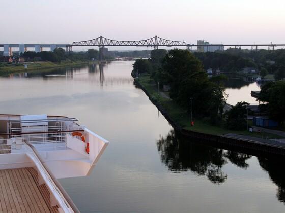 Eisenbahnhochbrücke