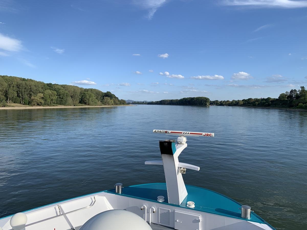 Auf dem Rhein zwischen Köln und Bonn