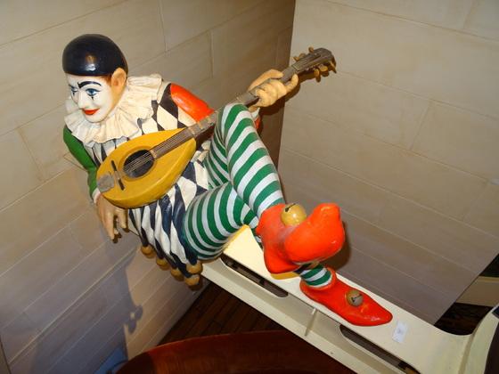 """AIDAvita, Er sorgt immer für eine gute Stimmung im Treppenaufgang der """"vita"""""""