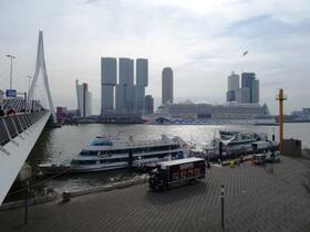 Liegeplatz der AIDAperla in Rotterdam