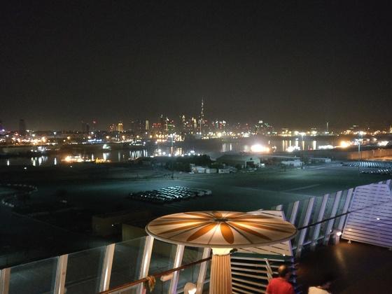 Blick vom Schiff nach Dubai