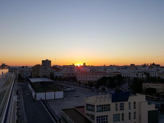 Sonnenntergang über Cadiz von der AIDAblu