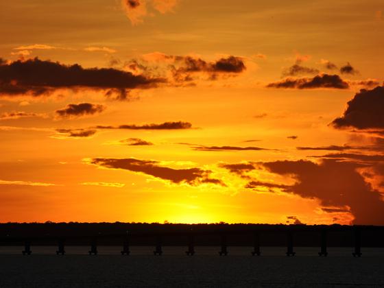 Sonnenuntergang am Rio Negro, Manaus, Brasilien