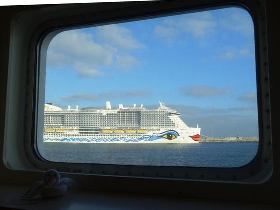 """Kanarentörn AIDAstella (28.12.2018), die """"nova"""" im Hafen von Arrecife, gesehen aus der Kabine 4255"""