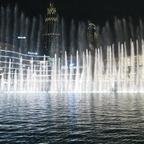 """Die """"Dubai Fountain"""" unterhalb des Burj Khalifa"""