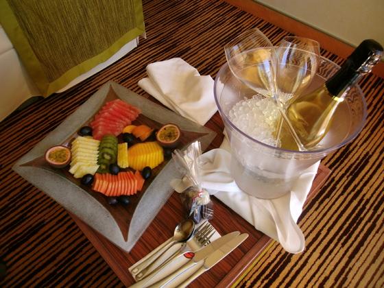 Anreisepaket  für 2 Personen - AIDAsol 5/18 -  Sekt, Obstteller & Pralinen