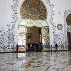 Eingang zum Gebetssaal der Scheich-Zayid-Moschee