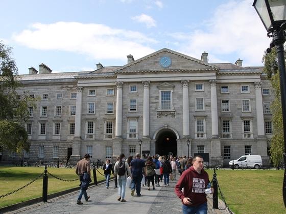 Eingang zum Trinity College, der Dubliner Universität