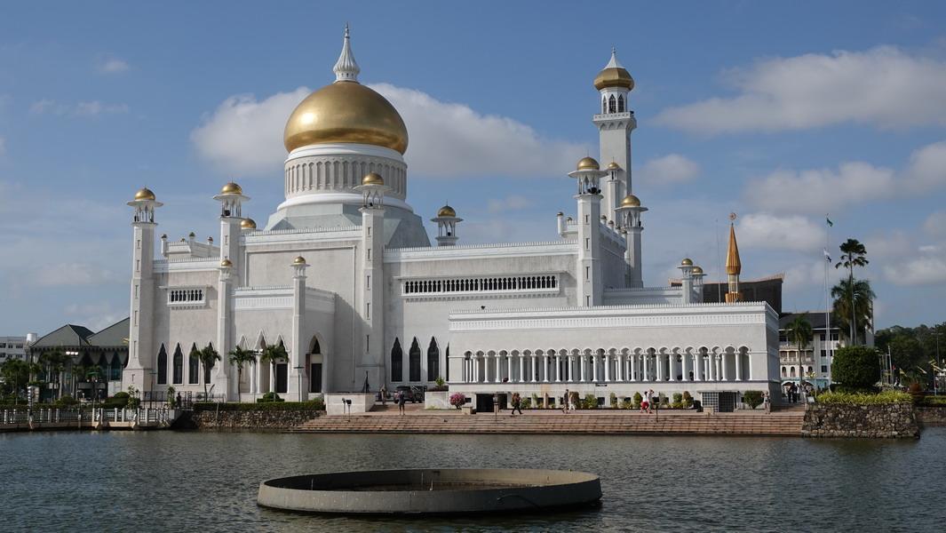 Brunei - Sultan-Omar-Ali-Saifuddin-Moschee (1)