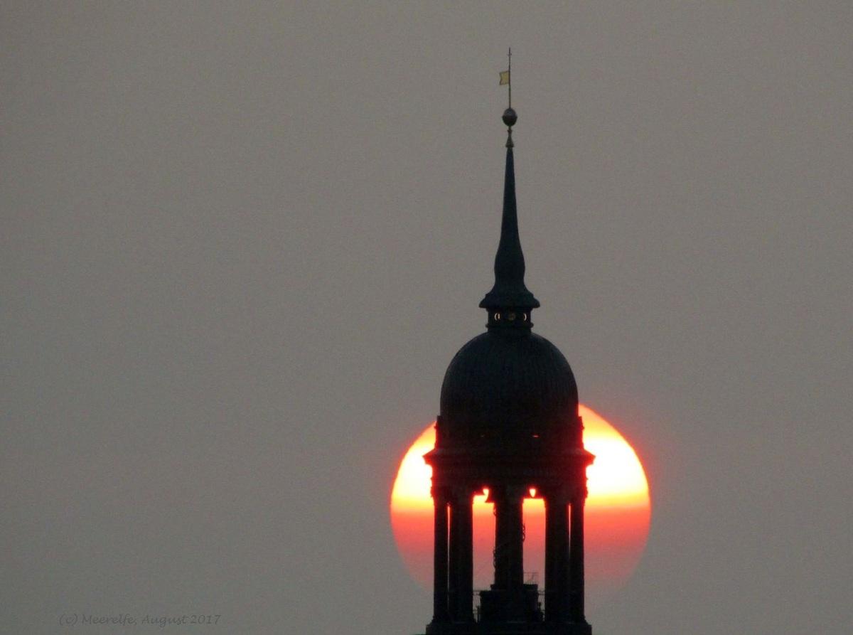 """Die Erleuchtung von Hamburgs """"Michel"""""""