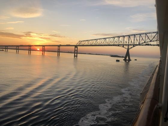 Sonnenaufgang auf dem Weg nach Baltimore - Chesapeake Bay Bridge