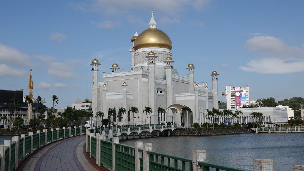 Brunei - Sultan-Omar-Ali-Saifuddin-Moschee (2)