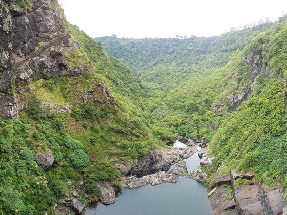 Tamarid Falls, Blick über die Kante
