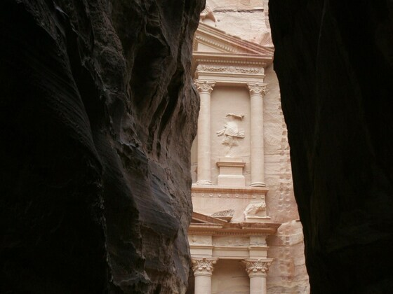 """Am Ausgang des Siq, der erste Blick auf  das """"Schatzhaus des Pharao"""""""