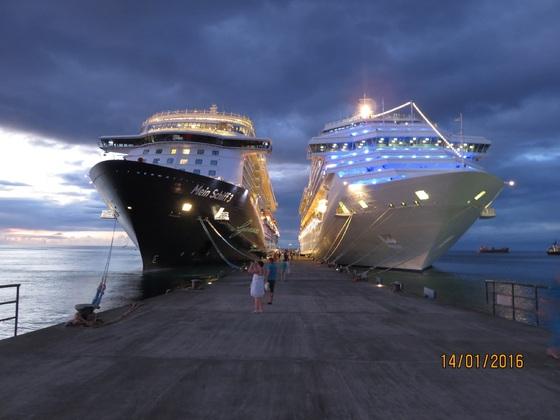 Die COSTA MAGICA und die Mein Schiff 3 in St. George's, Grenada