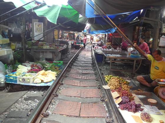 Maeklong Railway Market - nahe Bangkok