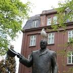 Trondheim - König Harald (auch mit Vogel wie die Herren Grieg und Holberg)
