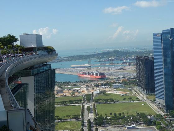Aussichtsplattform Marina Bay Sands Hotel, Blick auf Infinity-Pool