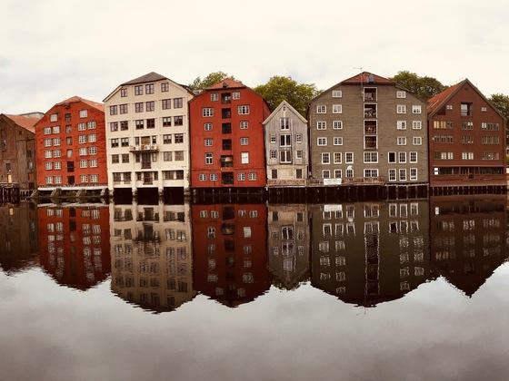 Spiegelungen in Trondheim