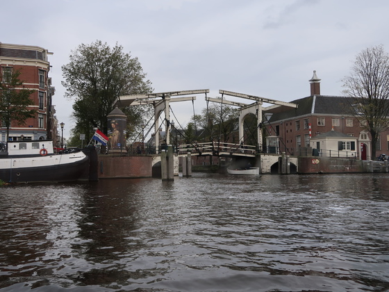 """James Bond läßt grüßen (in welchem Teil kam diese Brück vor?) - Ausflug """"Amsterdam komplett"""" mit Grachtenfahrt"""
