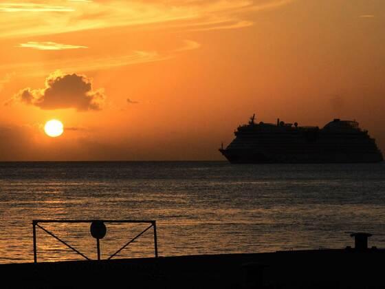 AIDAdiva vor Grenada auf Reede