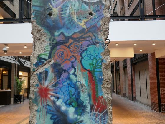 Ein Stück Berliner Mauer in Montreal, nur viel schöner bemalt