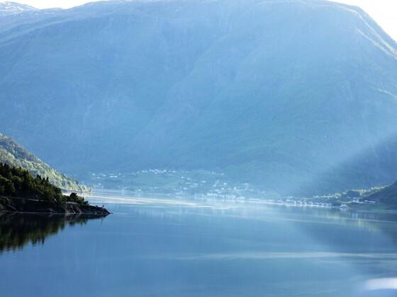 Morgenstimmung im Fjord, Norwegen