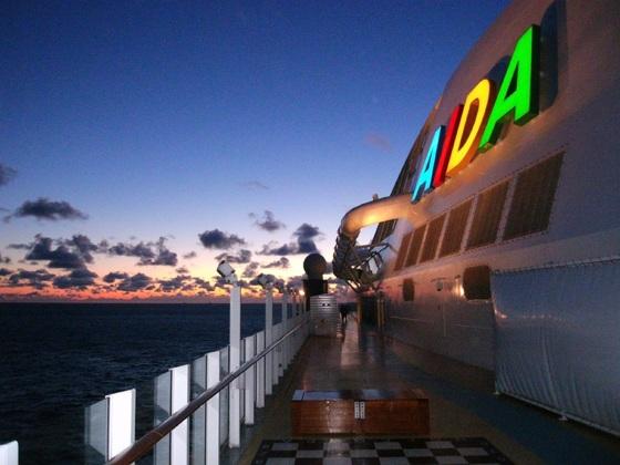 AIDAperla - in den frühen Morgenstunden auf dem Weg nach Rotterdam