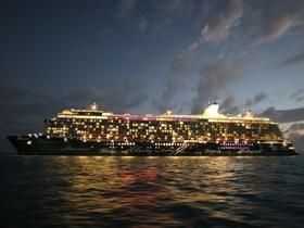 Mein Schiff 4 beim Tendern in Belize