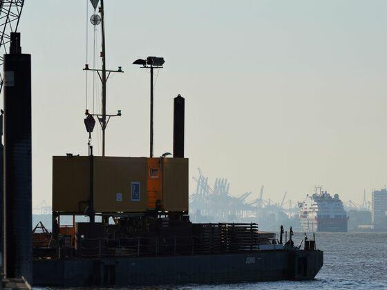 MS Fridtjof Nansen um kurz nach 6:00 auf dem Weg in die Hafencity