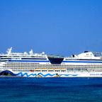 AIDALuna vor Cayman Islands auf Reede