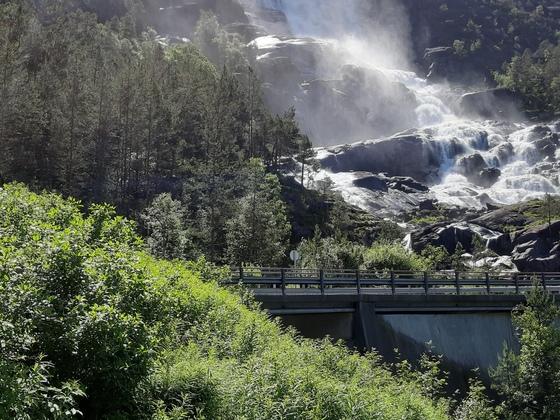 Der Langfoss Wasserfall ( Von Haugesund Norwegen aus )