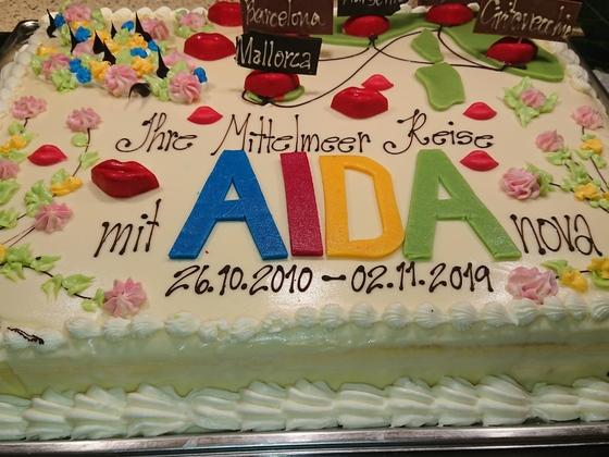 Abschiedstorte AIDAnova mit kleinem Schreibfehler