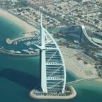 Dubai - Blick aus dem Wasserflugzeug auf Burj Al Arab