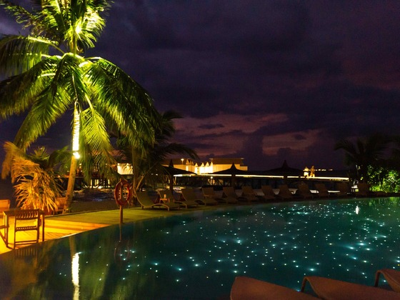 Malediven - Centara Ras Fushi Pool